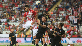 Antalya'da 4 gollü maçta kazanan yok