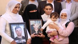 Kulp şehitlerinin yakınlarından HDP önündeki ailelere destek ziyareti