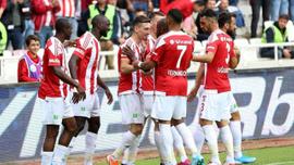 Sivasspor 3 puanı 3 golle aldı