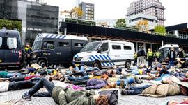 Hollanda'da 'iklim değişikliği'ne karşı işgal eylemleri: 40 gözaltı