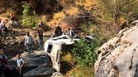 Diyarbakır'da minibüs devrildi: Ölü ve yaralılar var