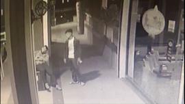 Hırsız rahatlığıyla pes dedirtti, hem çaldı hem zorla uzaklaştırıldı