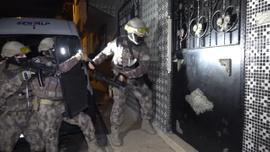 Bursa'da bin polisle şafak baskını! Özel Harekat kapıları böyle kırdı
