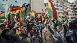 Morales'in istifasının ardından Bolivya'da halk sokaklara döküldü