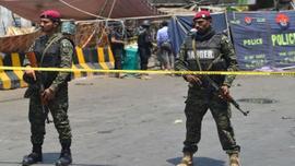 Pakistan'da güvenlik görevlilerinin aracına saldırı: 5 ölü