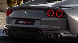 Yeni Ferrari tanıtıldı! Yine yaptı yapacağını...