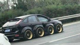 Trafikte görenleri şaşkına çeviren araçlar