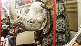 Dünya metrolarında görülmüş en garip yolcular