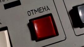 Putin yanından ayırmıyor!Tek düğmeye basıp dünyayı karanlığa gömebilir
