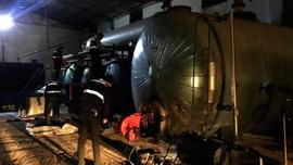 Boru hattından çaldıkları petrolü işleyerek satan 3 kişi yakalandı