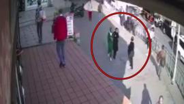 Başörtülü genç kızlara saldıran sanığın yargılanmasına devam edildi