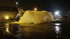 Ana isale hattı patladı, Karayolu ulaşıma kapandı