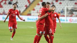Antalyaspor 3 puanı 3 golle aldı!