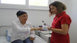 Egzamayla 22 yıldır mücadele kadın, hastalığı Antalya'da yendi