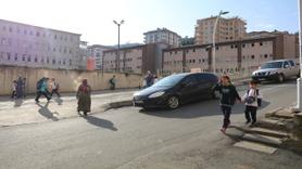 Rizeli muhtar çocuklar için 'Trafik polisi' gibi çalışıyor