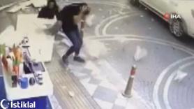 Kaldırımda yürürken kafalarına dış cephe kaplaması düştü