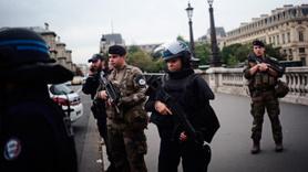 Paris Emniyet Müdürlüğü'nde bıçaklı saldır