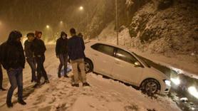 Kar kalınlığı 10 santimetreye ulaştı! Vatandaş horon tepti