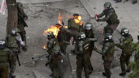 Molotof kokteyli atılan kadın polisler diri diri yanmaya başladı