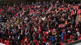 Samsun'daki futbol maçında sahaya yağdı.