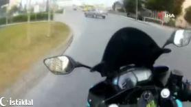Büyükçekmece'de motosikletli aniden yola çıkan otomobile çarptı