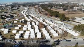 Depremden etkilenen vatandaşlar 'çadır kentlerde' yaşıyor