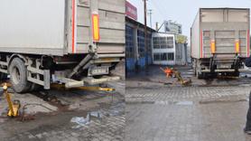 11 tonluk tır dorsesinin altında kalan işçi yaralandı