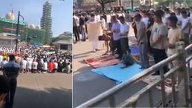 Çin'de Müslümanlar yasağa rağmen birlikte namaz kıldı