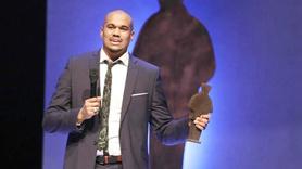 En Prestijli Edebiyat Ödülü Müslüman Yazar Kazandı!