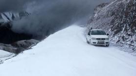 Erzurum buz kesti! Kar ve tipi ulaşımı etkiledi