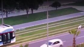 Sosyal medyayı sallayan görüntü! Tramvay namaz kılan adamı bekledi