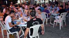 Marmaris'te polis ve esnaf birlikte iftar yaptı