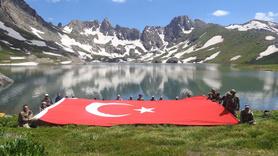 Mehmetçik İkiyaka Dağı'nda namaz kıldı
