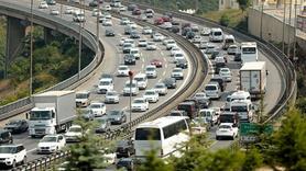 Uzun kuyruklar oluştu... Trafikte bayram yoğunluğu
