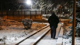Ankara'ya ilk kar düştü