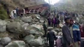 Hindistan'da otobüs uçuruma düştü: 11 ölü
