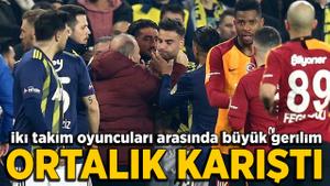 Kadıköy'de kırmızı kartlar havada uçuştu