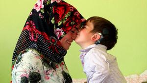 Duymaya başlayan 2.5 yaşındaki Yusuf'un ilk sözü baba oldu