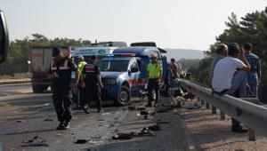 Rus mühendisleri taşıyan minibüs kaza yaptı: Ölü ve yaralılar var