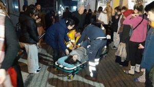 Deprem sonrası panik dolu anlar! Apar topar hastaneye götürüldü