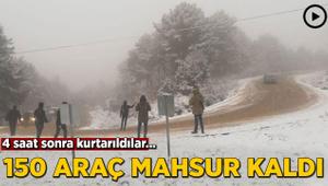 Kar görmeye giden 150 araç dönüş yolunda mahsur kaldı