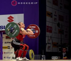 Milli halterci Şaziye Erdoğan'dan altın madalya