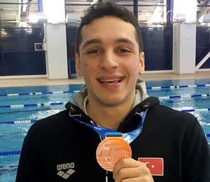 Milli yüzücü Ümitcan Güreş'ten bronz madalya