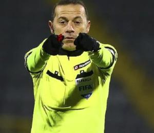 """""""FIFA Cüneyt Çakır'ın biletini kesti"""""""