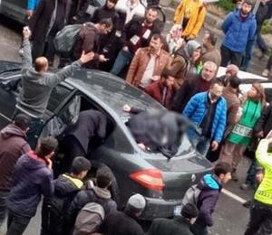Şoka sokan kaza! Arka camdan içeriye girdi
