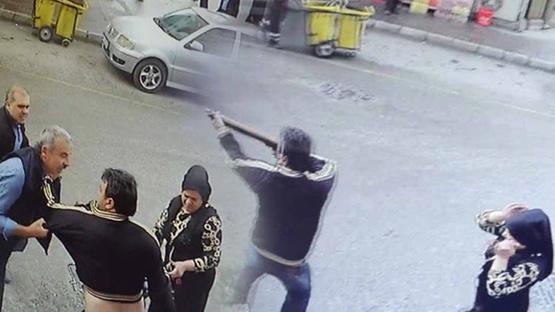 Eşinin çantasından çıkardığı tüfekle, ateş açtı!