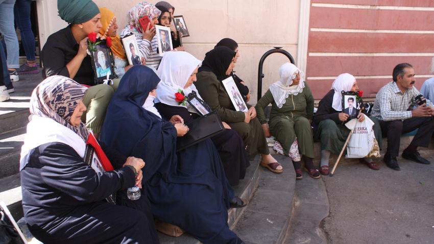 HDP önünde eylem yapan aile sayısı 17'nci günde 42'ye yükseldi