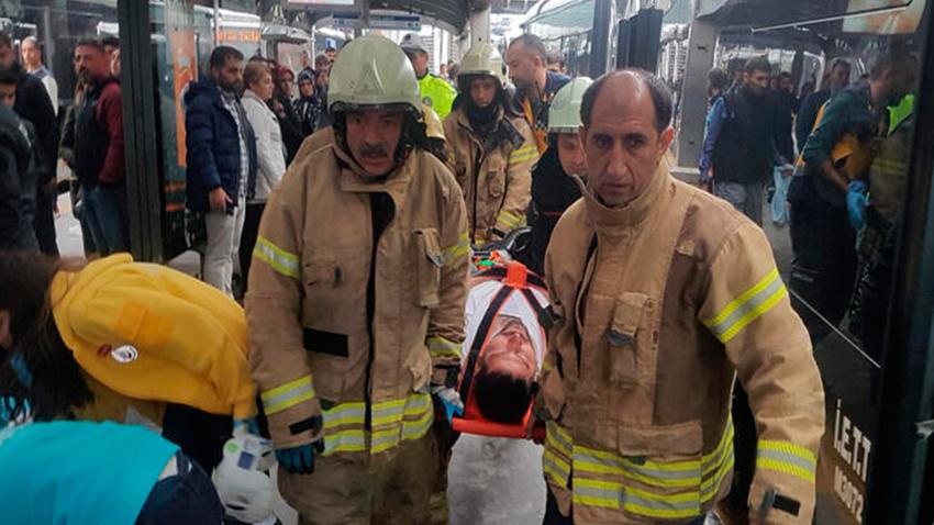 Haramidere'de metrobüsler çarpıştı: Yaralılar var