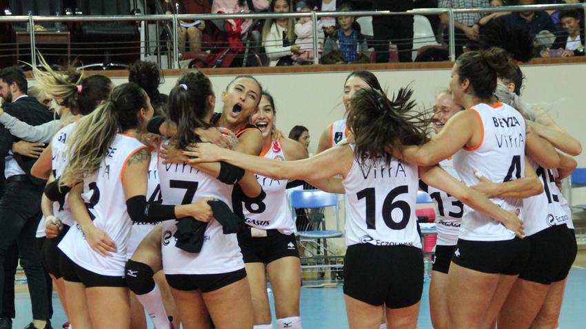 Kadınlar Şampiyonlar Kupası'nı Eczacıbaşı VitrA kazandı