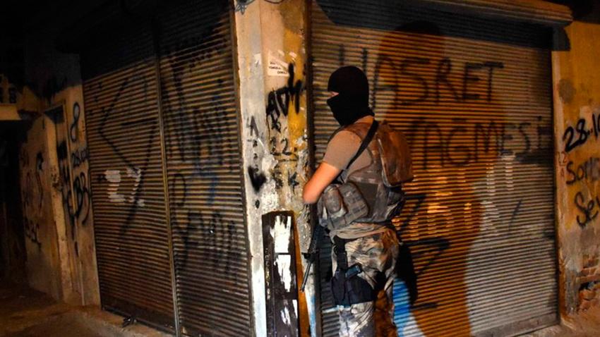 Adana merkezli 5 ilde suç örgütlerine operasyon